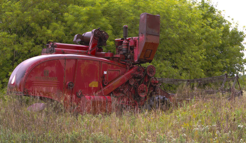 High Definition Image of abandoned combine in Kewaunee. A fews days after this photo was taken the farm was sold and the combine taken to the metal scrap site.