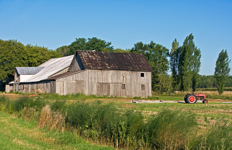Barn house with red tractor in Kewaunee.