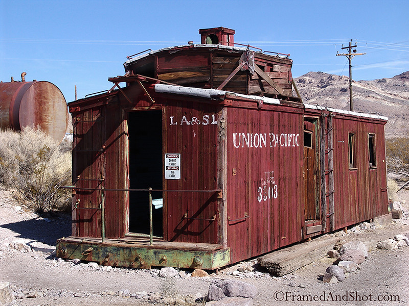 """<strong><center>Last stop for Union Pasific<br> <p style=""""text-align: left;"""">It got as far as here..... And here is the ghost-town <a class=""""aligncenter"""" href=""""http://en.wikipedia.org/wiki/Rhyolite,_Nevada"""" target=""""_blank"""">Rhyolite </a>in Death Valley. There used to be a railroad, there used to be lots of things, but today houses, schools, tanks and other contraptions weather slowly away in the desert climate.</p> <p style=""""text-align: left;""""><span style=""""color: #333333;""""><em>.</em></span></p>"""