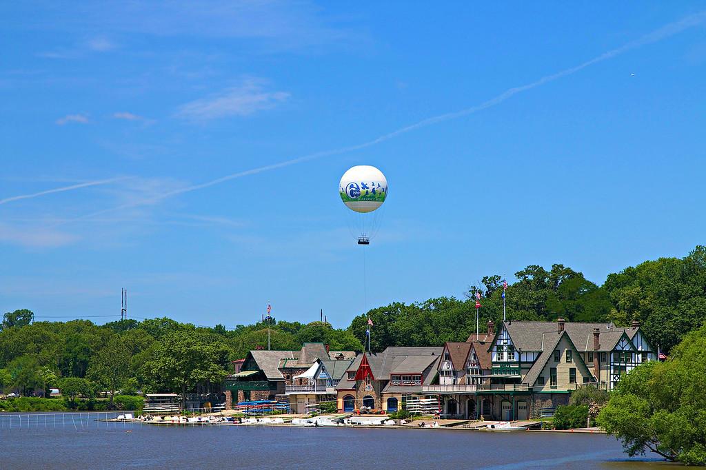 Zoo Balloon over Boathouse Row