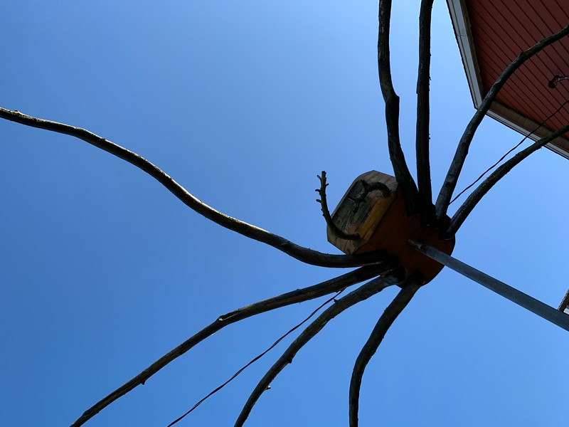 Spider sculpture welcoming us to town!