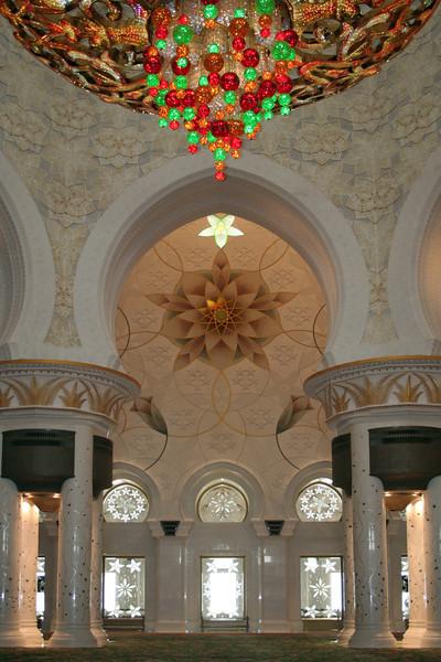 Sheikh Zayed Grand Mosque: interior with chandelier.