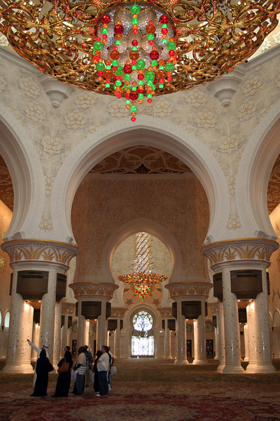 Sheikh Zayed Grand Mosque: Interior view from beneath the world's largest chandelier. The world's third largest chandelier can be seen at the far end.