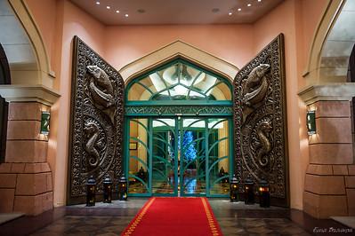 """входные ворота в отель """"Атлантис"""""""