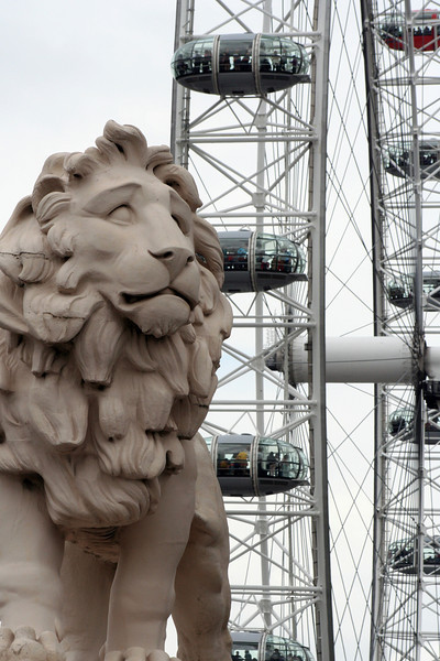 London Eye, with lion.