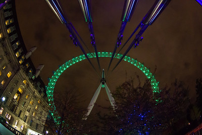 Looking up the London Eye