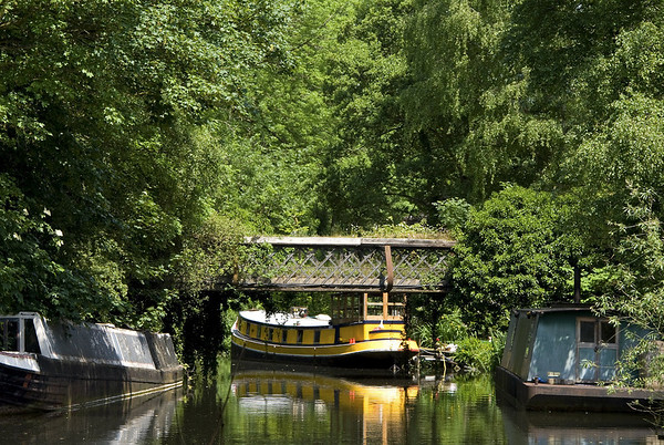 Grand Union Canal near Rickmansworth, 30km from the centre of London - a quite spur.