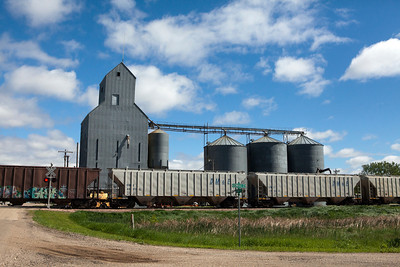 Freight Train Grain Elevators Iroquois SD_0833