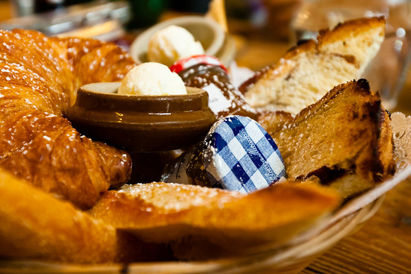 French bread, croissant, cinnamon brioche, French honey<br /> <br /> La Note