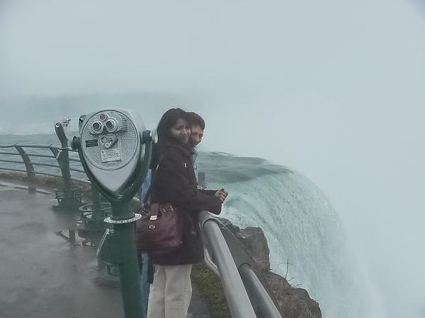 Horseshoe Falls Sightseers