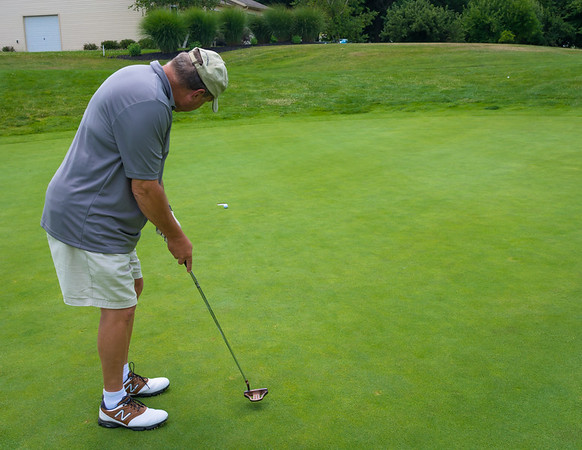 Nice Putt by Mike
