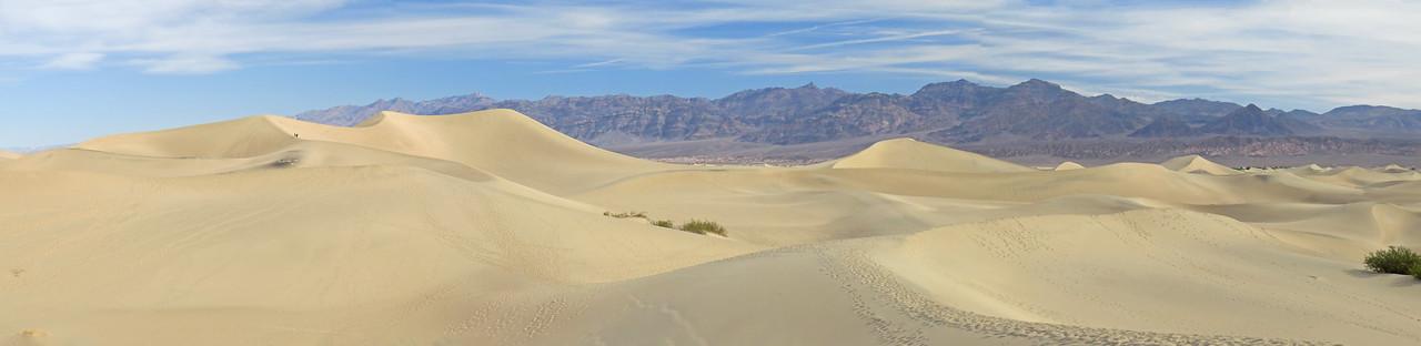 IMAGE: https://photos.smugmug.com/Travel/United-States/US-West-Coast/Death-Valley-2016/Mesquite-Sand-Dunes/i-9K97P9q/1/692297bb/X2/DV_2016_p_A%20%28961%29-X2.jpg