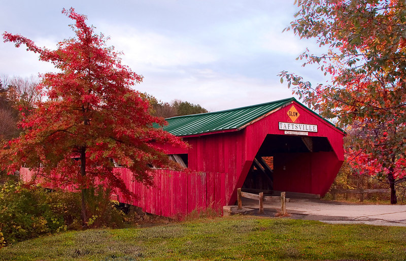<p>Taftsville Covered Bridge </p><p>The next day we drove East on SR 4 through the historic town of Woodstock to Taftsville. Here we found the most picturesque bridge we saw on the trip. It is Vermont's third oldest bridge and, at 189ft., one of the longest. It crosses the Ottauquechee river.</p>