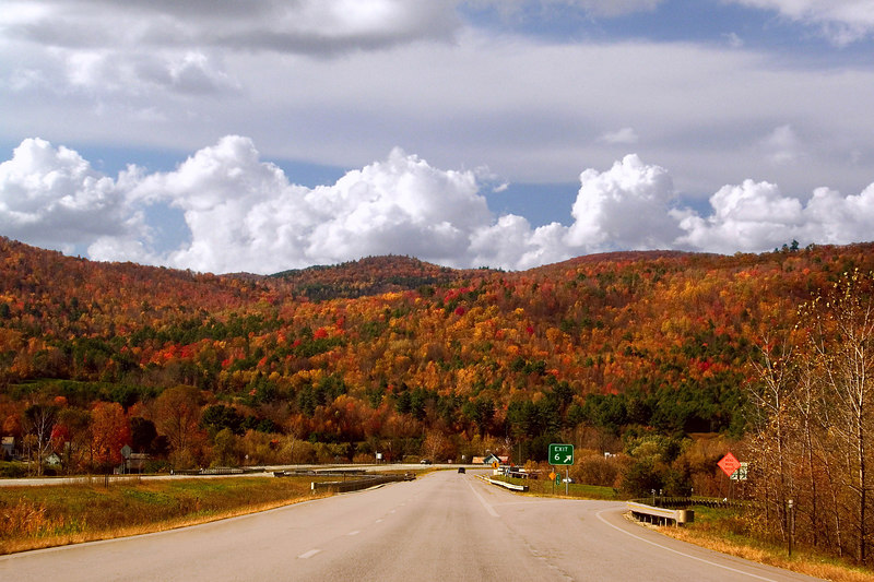 The storm is clearing and we have a bright sunny day to drive back toward Connecticut today. As we drive south we see spectacular color all along the way.