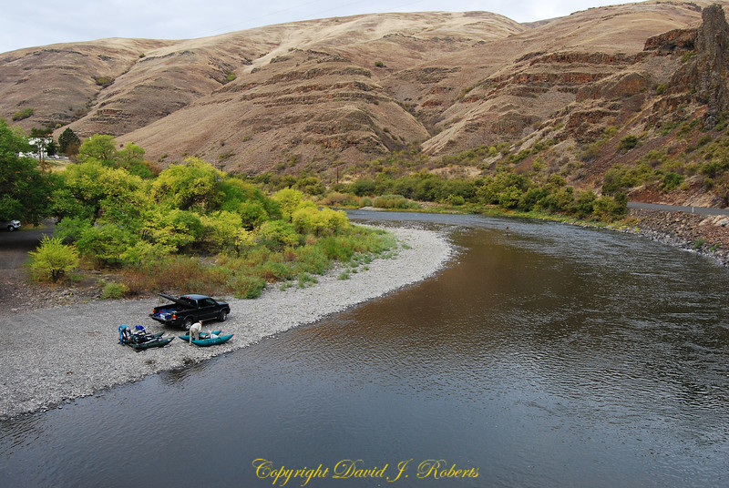 Fishermen near the Grande Ronde crossing on HIghway 129