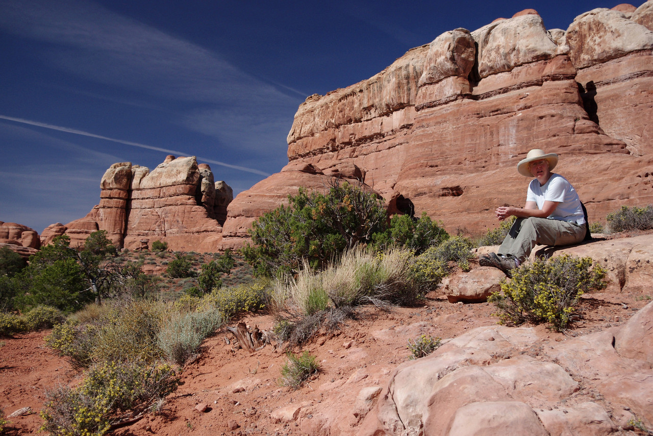 Rita, resting on the Chesler Park Trail, Canyonlands National Park (Needles District), Utah.