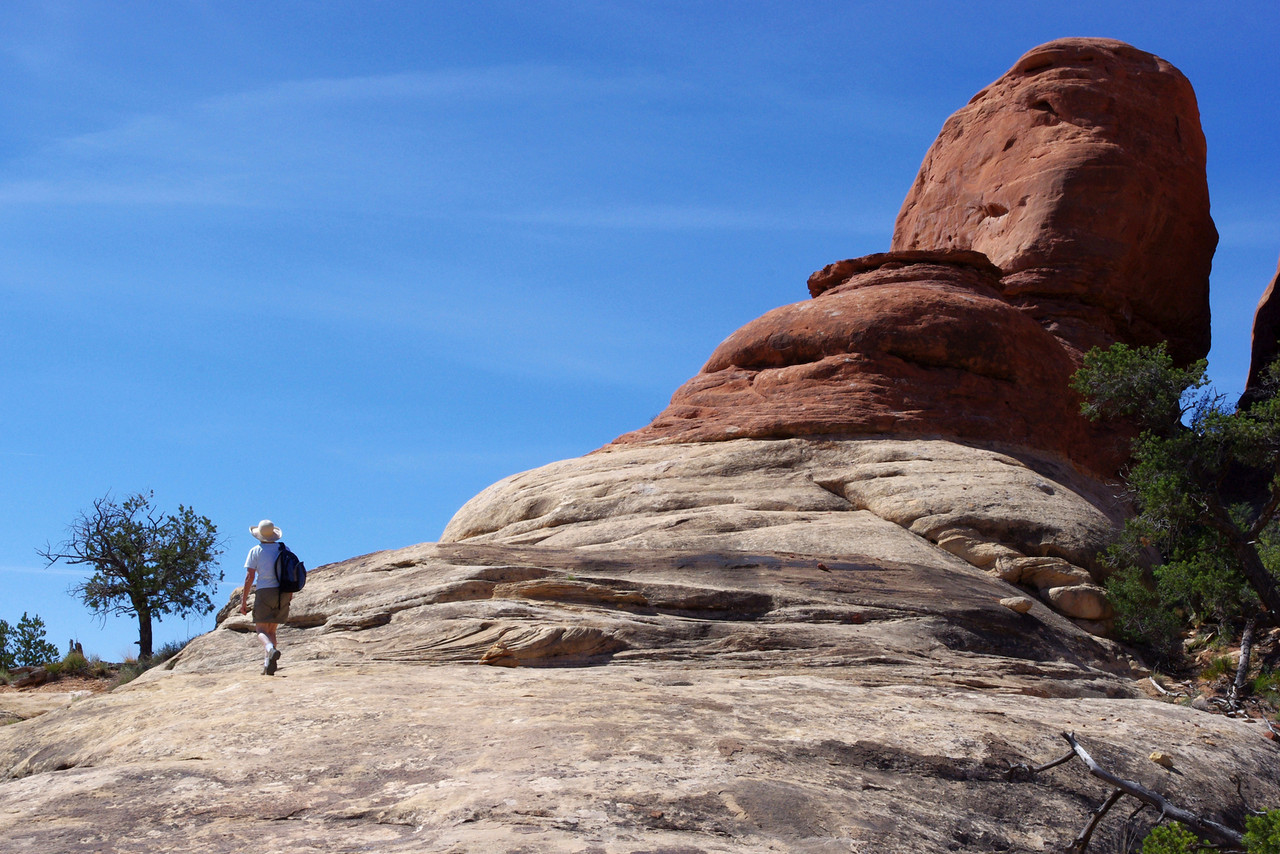 Rita, hiking the Chesler Park Trail, Canyonlands National Park (Needles District), Utah.
