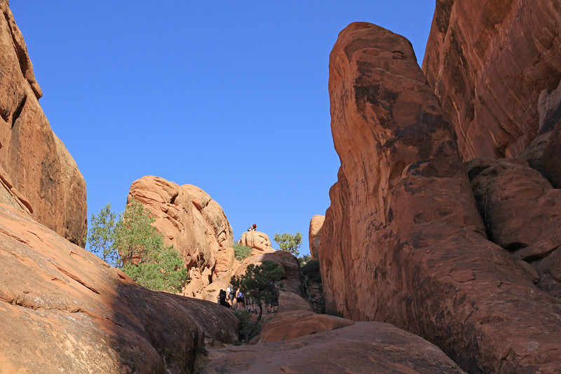The ramp up to Partition & Navajo Arches had steep drops to either side.