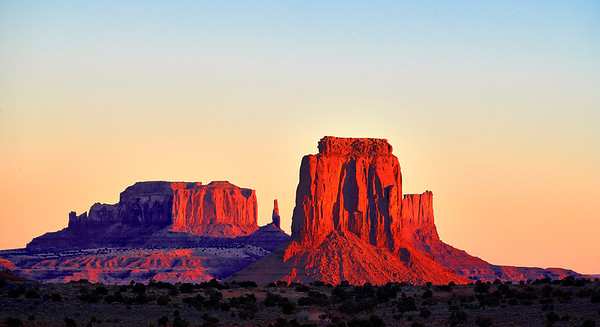 Oct 27-Nov.10, 2018, 2018 - Utah  2 week trip to Moab/Arches/Canyonlands/Monument Valley/Capitol Reef/Escalante/Bryce  Sunday 10/28 Arches NP- Delicate Arch at sunset with La Sal Mountains in the background  Monday 10/29 Arches NP Three Penguins lookout Devil's Garden- Landscape, Pine Tree, Tunnel Arches Balanced Rock with views back to the Windows with La Sal Mountains in the background The Windows- Double Arch, North and South Windows with views back to La Sal Mountains Courthouse Towers View Park Avenue View  Tuesday 10/30 Canyonlands Mesa Arch (cloudy) Upheaval Dome Whale Rock Trail Shafer Canyon Overlook Mesa Arch (sunny) Aztec Butte ( no pics) Grand View Point Overlook Buck Canyon Overlook Green River Overlook Shafer Canyon Overlook  Wednesday 10/31 Corona and Bow tie Arch hikes Fisher Towers- incredible sunset including Onion Creek Canyon area  Thursday 11/1 Monument Valley sunset  Friday 11/2 Monument Valley sunrise- John Ford Point Drive to Capitol Reef- shots in Glenn Canyon area and along Route 24 Sunset at Capitol Reef Resort  Saturday 11/3 Capitol Reef  Sunrise at Panorama Hickman Natural Bridge Petroglyphs Mormon Schoolhouse Fruita Scenic Drive to Capitol Gorge Trail / The Tanks Viewpoint scenic drive back toward Fruita Chimney Rock sunset Sunset Point for Sunset  Sunday 11/4 Sunrise along SR-24 Off to Escalante along SR-12 Devil's Garden  (Escalante) sunset  Monday 11/5 Devil's Garden sunrise Burr Trail Road- Singing Canyon Lower Calf Creek Falls  Tuesday 11/6 Peek-a-Boo slot Canyon Kodachrome State Park - Angel's Palace Trail at sunset  Wednesday 11/7 Bryce Canyon- Sunset Point and Navajo Trail at sunset  Thursday 11/8 Bryce... Sunrise at Sunset Point/ Navajo Trail Then Navajo Trail/ Queens Loop hike Rim trail towards Fairyland Sunset at Sunrise point  Friday 11/9 Bryce Sunrise at Sunrise Point/Queens Garden Trail Bryce Point to Under the Rim to Peek-a-Boo trails Sunset at Bryce Point Deer along park drive  new memory card  Saturday 11/10 Sunrise at 