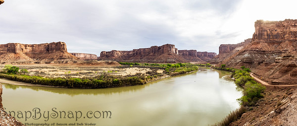 A panorama of the Green River in the morning as it flows through mineral canyon