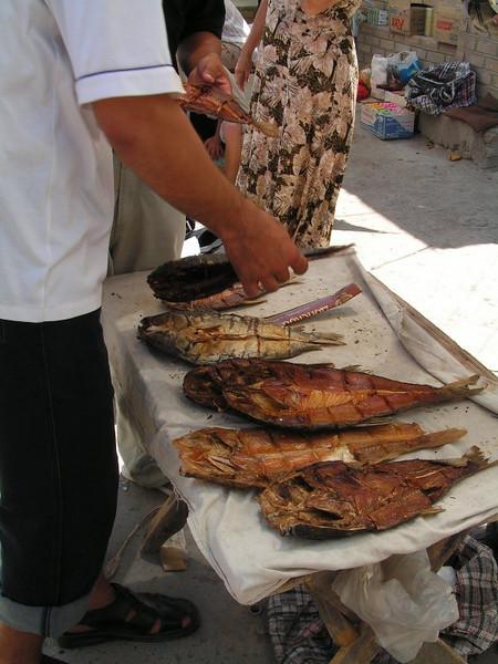 Pescado en el mercado de samarcanda