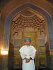 Disfrazado de estudiante de una escuela coránica y aunque estoy en el lugar adecuado, para los uzbecos no coló. Fui el blanco de todas las miradas