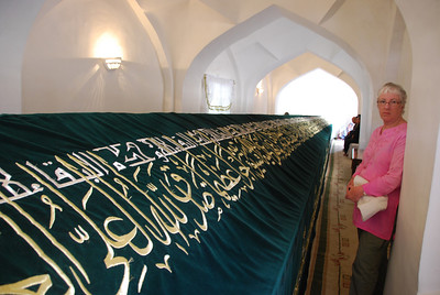 Cathy admiring the green velvet cloth that covers the tomb of Daniel.  Legend has it that Tamerlane brought the body of Daniel (the one in the lions' den) back from Susa in Iran and interred it in Samarkand. The tomb in Samarkand is 18m long as, legend also has it, Daniel's body continues to grow at half an inch a year.