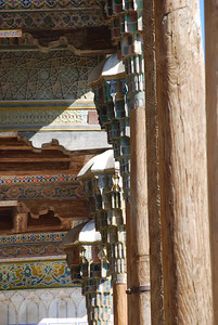 Pillars and decorated ceiling at Bolo Hauz.