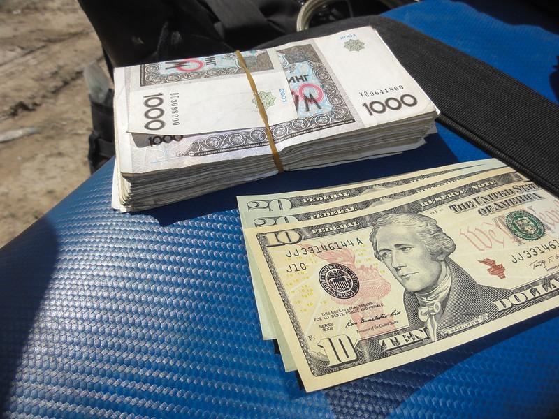 U$50 = SOM133,000. Uzbekistan black market