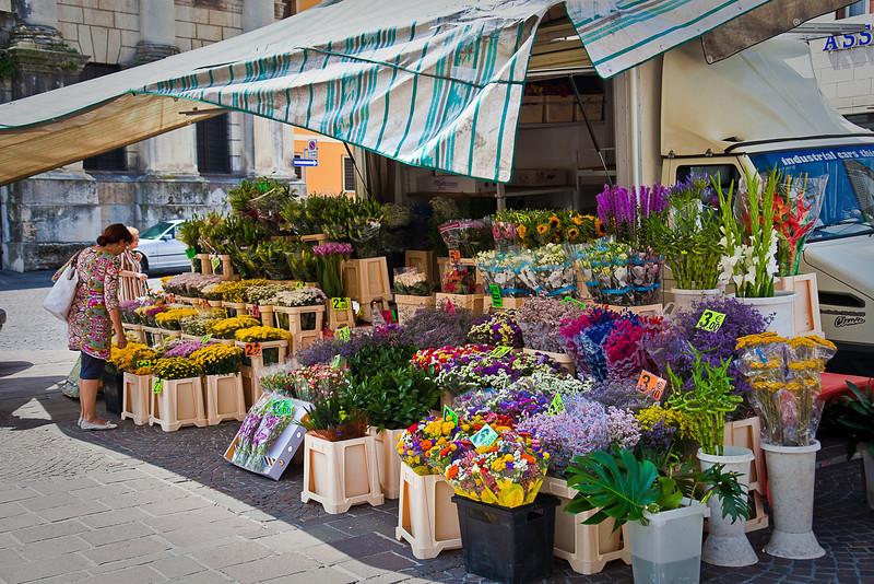 FLOWER MARKET IN VICENZA
