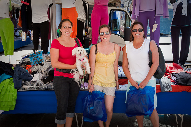 JEANETTE, JESSICA AND KIM AT THE STREET MARKET IN VICENZA