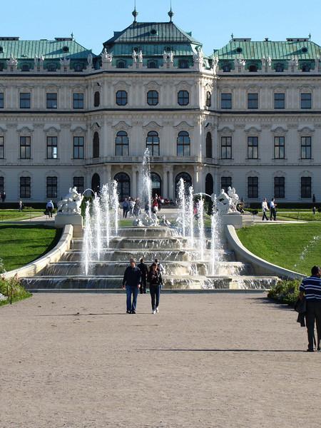24-Upper Belvedere, upper fountain