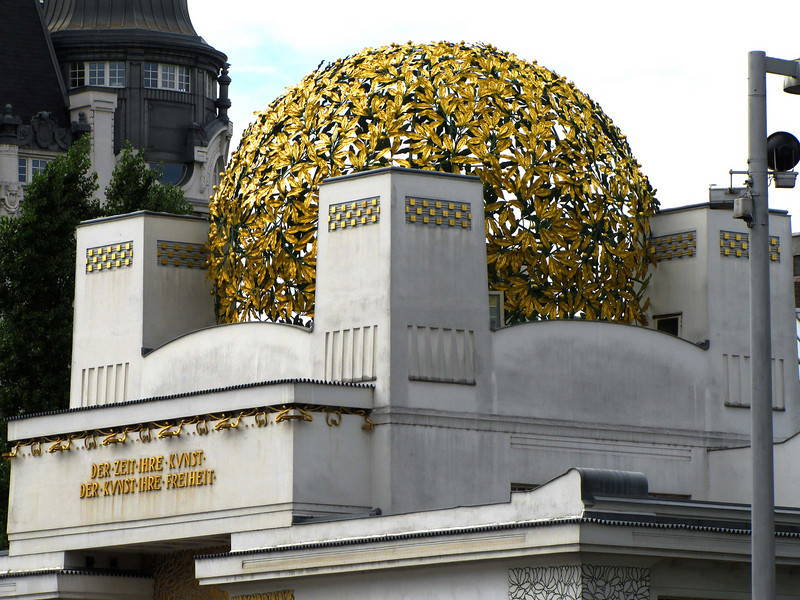 """05-Secession. Above the entrance is a programmatic inscription, """"Der Zeit ihre Kunst, der Kunst ihre Freiheit"""" (""""To every age its art, to every art its freedom"""" — Ludwig Hevesi)."""