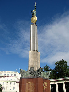 22-Liberation Monument detail