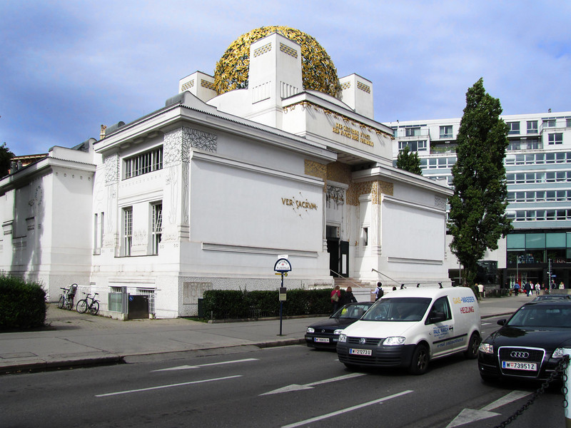 02-Secession. Built on a site provided by the city, the building is one of the best-known examples of European architecture at the transition from Historicism to Modernism.