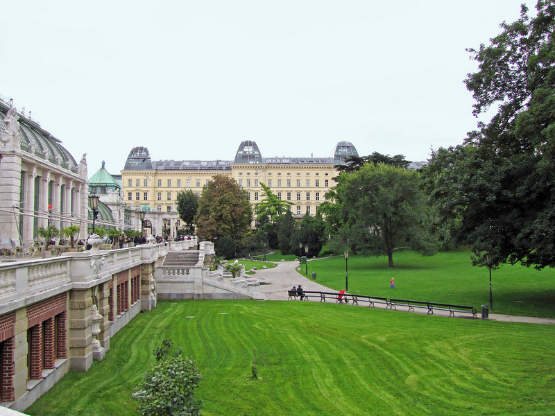 23-Burggarten, with Greenhouse and Butterfly house (left), Zweig Institut (ahead). Note the people on the far roof (left and right).
