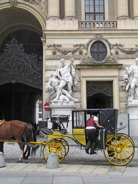 09-Coach and driver in Michaeler Platz