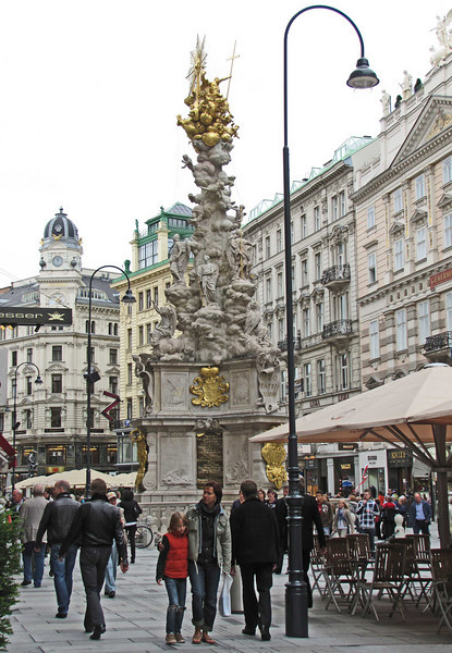 02-Monument on Graben commemorates the end of the 1697 plague.