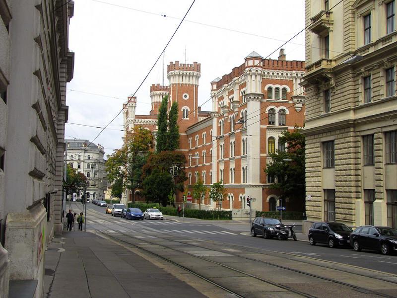 23-SchlickGasse; Maria TheresienStrasse crosses