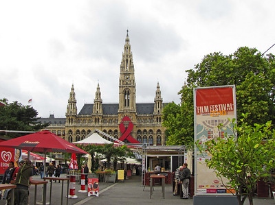 34-Rathaus Park, booths set up for the several-month Filmfest