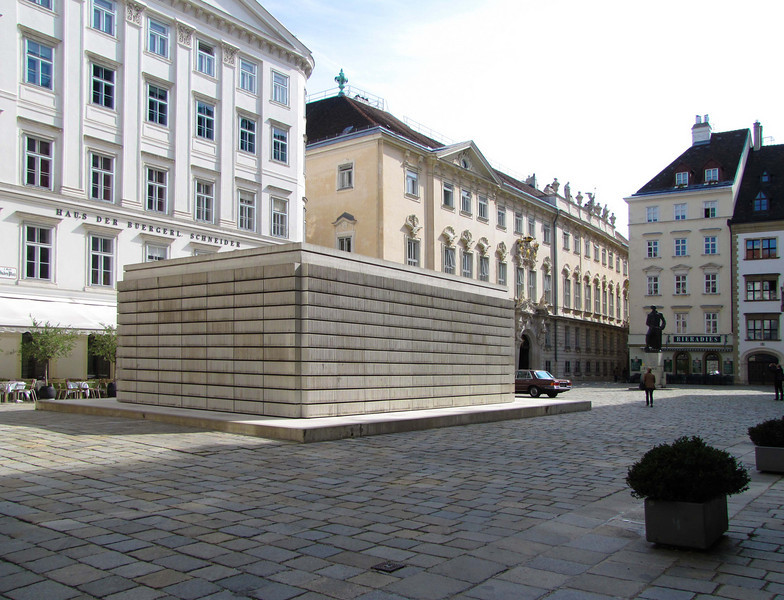 11-First view of the Holocaust museum, JudenPlatz