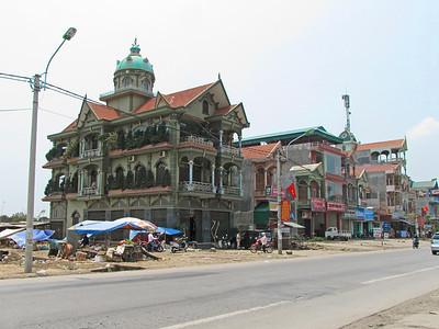 04-Along the highway from Hanoi to Ha Long City