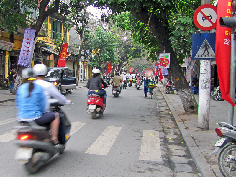 03-Hang Gai, the street in front of my hotel