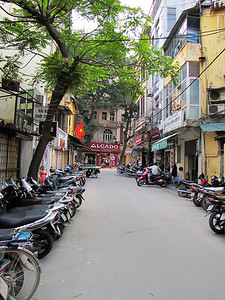 19-Hanoi streets are for motorbike parking