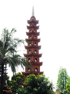 95-Tran Quoc Pagoda, West Lake, 12 stories of bhuddas.
