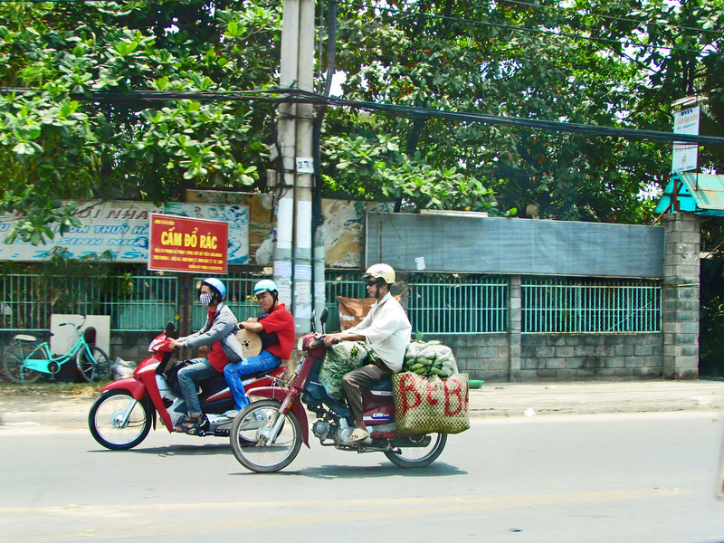 86-Motorbikes carry the goods