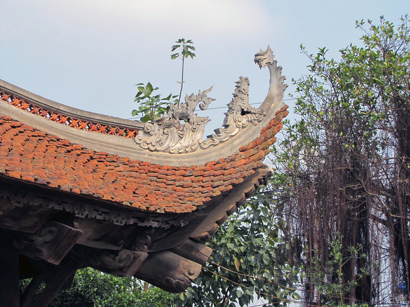 21-Mung Phu Temple roof detail