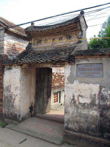 """29-To """"the Church of the Calamity of Giang Van Minh, cultural and historic relics."""""""