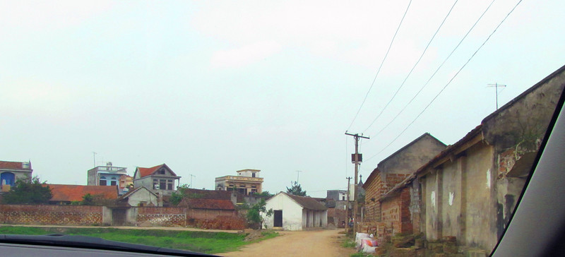 13-Entering Duong Lam Village
