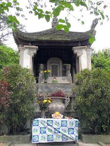 05-Phung Hung Temple
